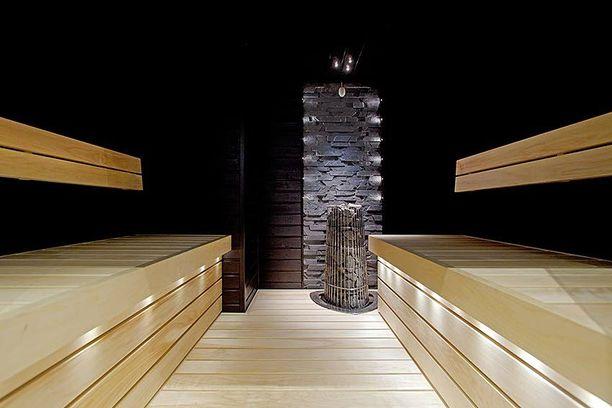 Mieti mihin haluat saunassa valaistuksen fokuksen. Se voi esimerkiksi olla kiukaan takana oleva kiviseinä.