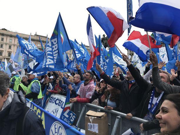 Matteo Salvinin kannattajia Milanossa.