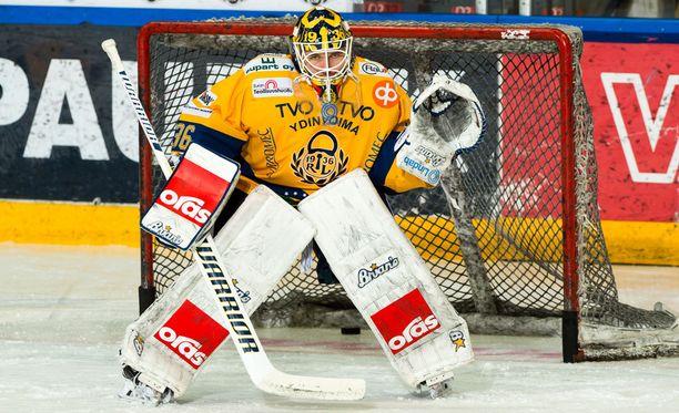 Lukon Kaapo Kähkönen piti nollan 4-0-voitossa Sportia vastaan.