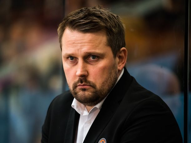 Antti Pennanen hyppää Nuorten Leijonien päävalmentajaksi keväällä 2020.