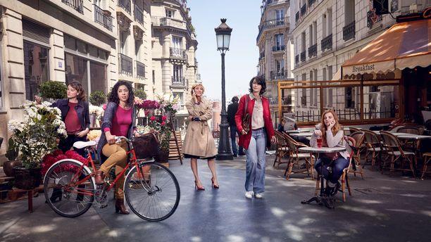Avausjaksossa syksy saapuu Pariisiin ja koulut ja työpaikat avaavat ovensa.