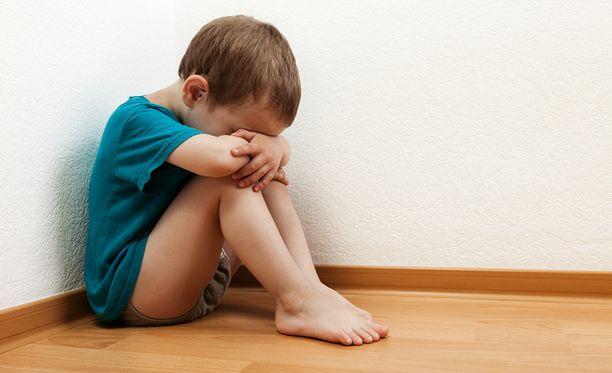 Sosiaalityöntekijän mukaan osa vanhemmista ei pysty sulattamaan lapsen huostaanottoa, vaikka se takaisikin lapselle paremmat elinolosuhteet. Kuvituskuva.