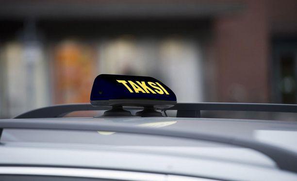 Heinäkuusta alkaen taksikyltti voi näyttää esimerkiksi tällaiselta. Kuvankäsittely: Petro Salonen
