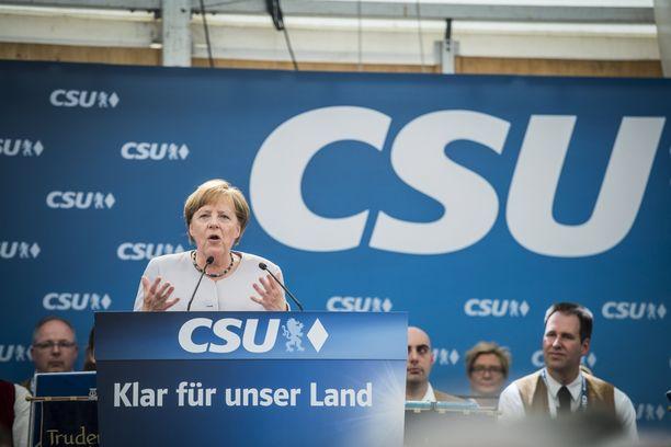 Merkel puhui puolueensa tilaisuudessa Münchenissä sunnuntaina.