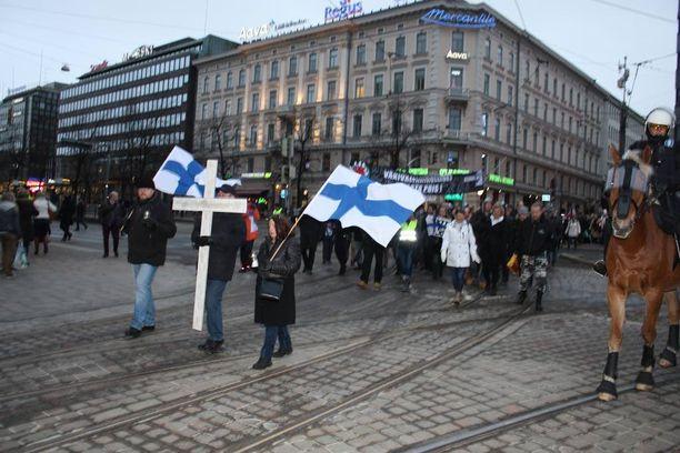 Poliisin mukaan Rajat kiinni -mielenosoitukseen osallistui noin 200 henkilöä.