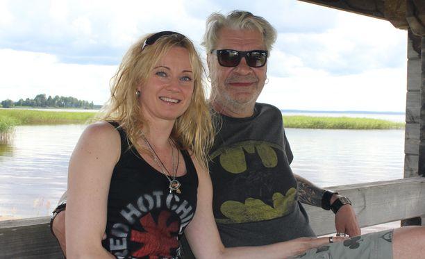 Jussi Lampi ja Marjo Salomaa viettivät lomapäiviä Jussin synnyinkunnassa Lappajärvellä.