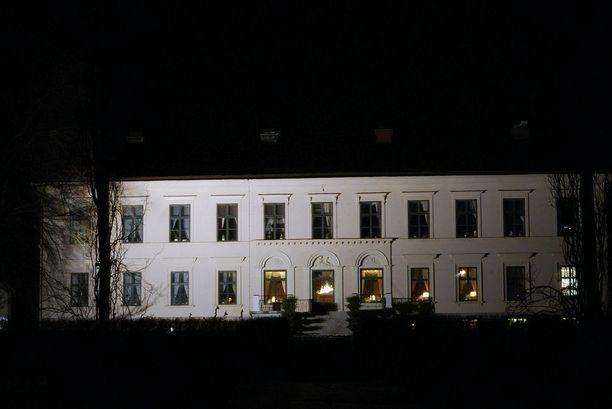 Työmaajuopottelun takia potkut saanut renki ilmestyi yöllä kartanonrouvan makuuhuoneeseen - naisen kauhuksi. Tapaus sattui läntisellä Uudellamaalla. Kuvituskuva.