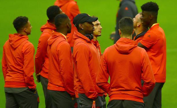 Unitedin pelaajat tutustuivat tukholmalaisareenan nurmeen tiistaina.