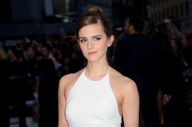 Emma Watson julkaisi harvinaislaatuisen yhteiskuvan näyttelijäkollegoidensa kanssa.