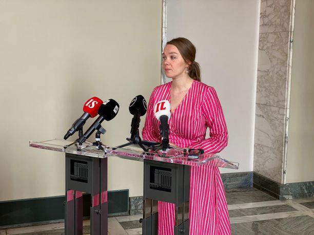Katri Kulmuni erosi valtiovarainministerin paikalta.