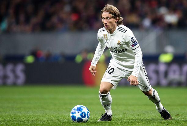 Luka Modric valitaaan maanantaina Kultaisen pallon voittajaksi.