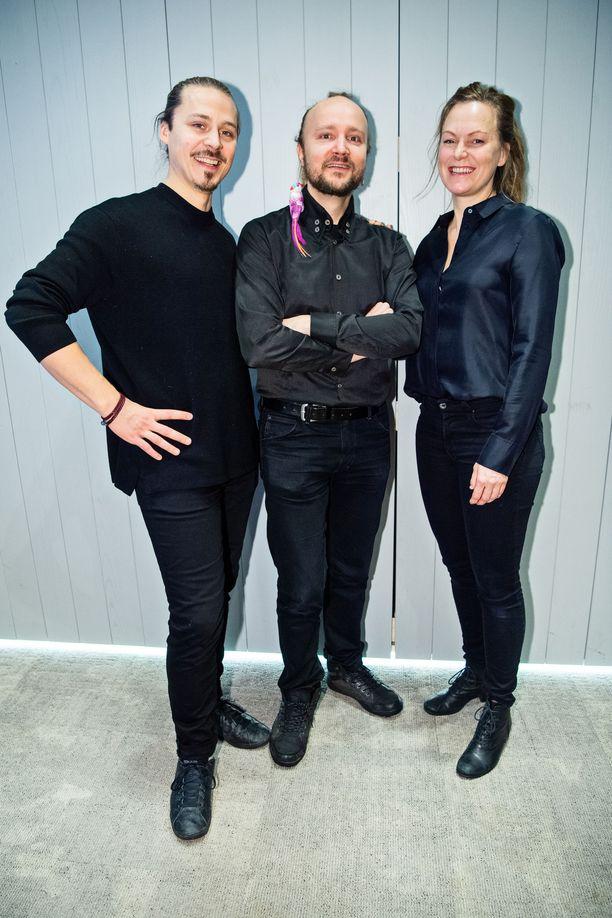 Markus Lehmusruusu, vas., ja Paula Korva vastaavat Konttorin ohjauksesta. Lehmusruusu on myös uusimman Risto Räppääjän ohjaaja.  Paula Korva on myös Konttorin toinen käsikirjoittaja, yhdessä Mike Pohjolan, oik., kanssa.