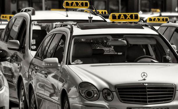 Pian taksin kyydissä voi istua ilman kuskia.