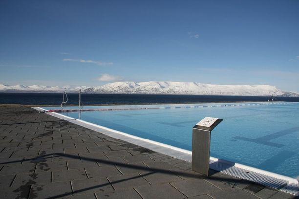 Pohjois-Islannissa sijaitsevassa Hofsósin pikkukaupungissa on näin upea uima-allas. Sen geoterminen vesi on luonnostaan lämmintä.