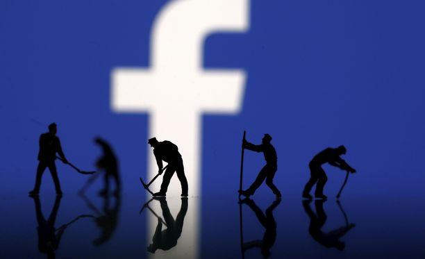 WSJ:n mukaan Facebook on harkinnut käyttäjätietojen myymistä.