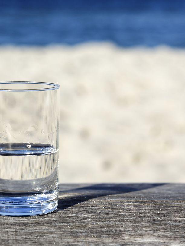 Vettähän siinä on, mutta miten määrittelet sen määrän? Onko lasi puolityhjä vai puoliksi täynnä?