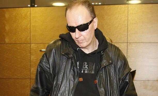 Sarjakuristaja Michael Penttilää palvellut ammattidomina on vieraana kevään viimeisessä Sensuroimaton Päivärinta -jaksossa.