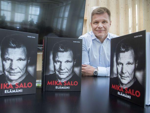 """Mika Salo halusi, että torstaina julkaistu kirja keskittyy vain urheiluun: """"On asioita, joita ei puhuta – edes kirjassa. Ne ovat minun ja läheisteni tiedossa."""""""