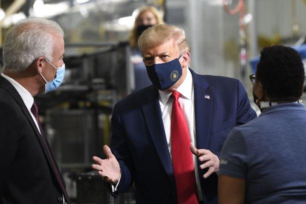 Donald Trump käyttää kasvomaskia julkisesti vain harvoin. Kuva elokuun alusta.