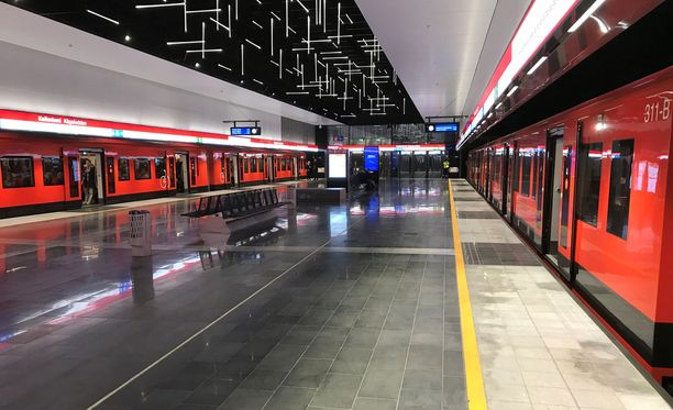 Metroliikenne pysähtyi teknisen vian vuoksi. Kuvassa metroliikenne pysähdyksissä marraskuussa 2017.
