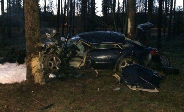 Audi romuttui täysin onnettomuudessa.