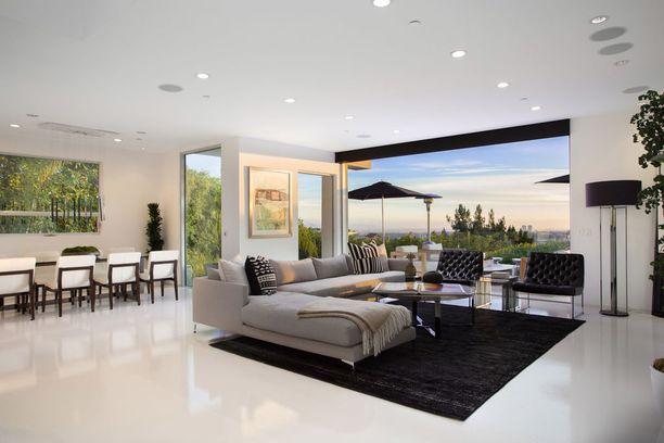 Asunto on sisustukseltaan moderni.