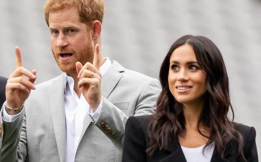 """Harryn ja Meghanin äititempaus ihmetyttää – kuninkaallisasiantuntija: """"William voi pahoittaa mielensä"""""""