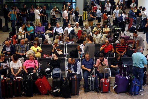 El Pratilla oli maanantaina väsyneitä matkustajia.