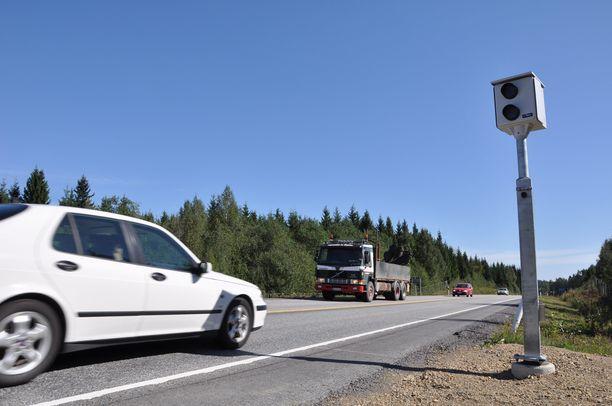Kuljettajan mukaan hänen autonsa nopeusmittari oli tarkempi kuin poliisin tolppakamera.
