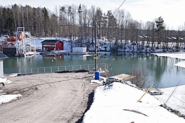 Keski-ikäinen mies kuoli sukellusonnettomuudessa Lohjan Kaivoslammella lauantaina. Arkistokuva.