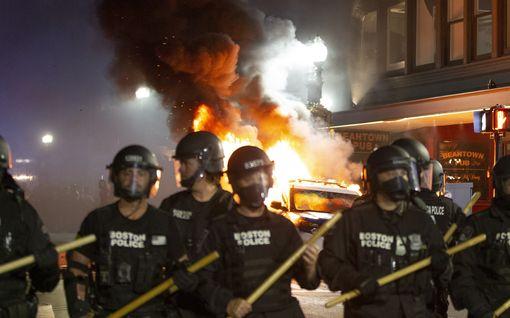 Kolme äärioikeistolaista yritti lietsoa väkivaltaa poliisiväkivallan vastaisessa mielenosoituksessa Las Vegasissa