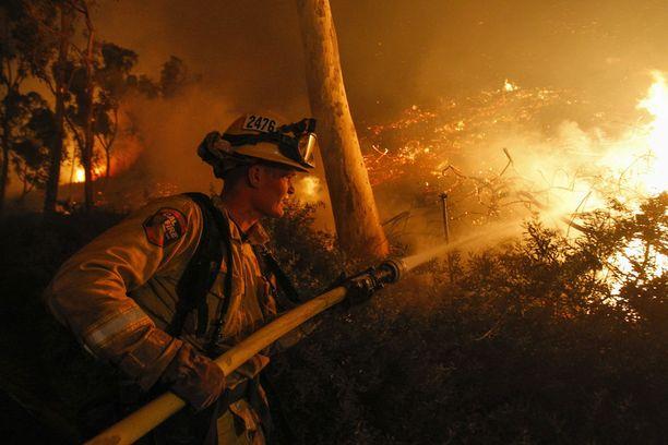 Palomies Cole Bellatti on yksi 8 500 ihmisestä, jotka osallistuvat palojen sammuttamiseen Kaliforniassa.