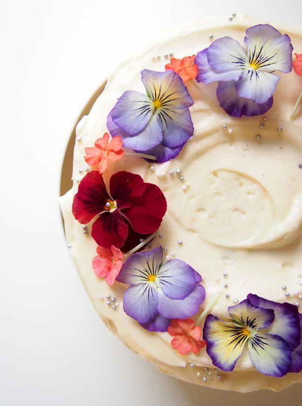 Koristele kakku syötävin kukin, kuten orvokein.