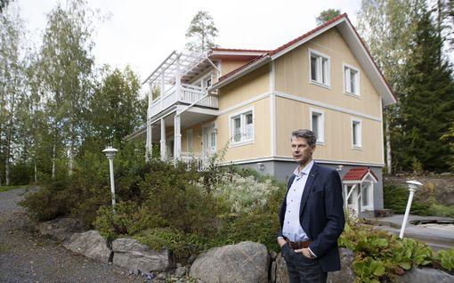 """Mörösen perheen uudehkon talon hintaa pudotettu jo 100 000 euroa, mutta ostajaa ei löydy – """"En olisi ikinä uskonut, että talomme on myynnissä vielä viiden vuoden päästä"""""""
