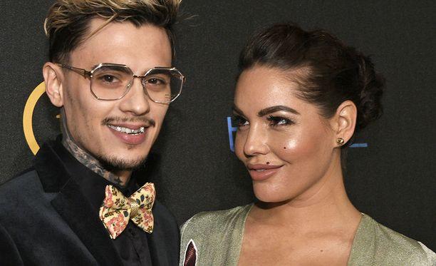 Rap-artisti Mikael Gabrielin ja malli Triana Iglesiaksen suhde voi hyvin.