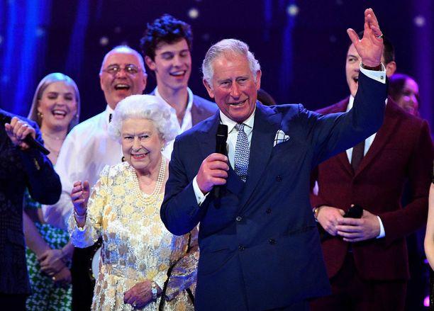 Prinssi Charles piti äitinsä kunniaksi puheen.