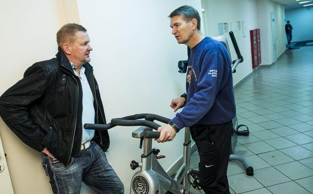 TAPAAMINEN Erkka Westerlund kohtasi kollegansa Kari Heikkilän, joka menetti sittemmin työnsä.