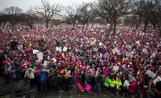 - Viha on ottanut valtaan Amerikan, maahanmuuttajataustainen amerikkalaisnäyttelijä America Ferrera aloitti puheensa Washington DC:n Million Woman Marchilla.