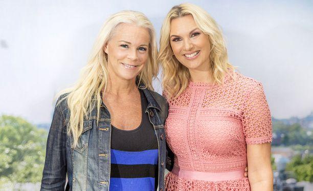 Viimeisessä lähetyksessä esiintyy muun muassa Malena Ernman. Vieressä Sanna Nielsen.