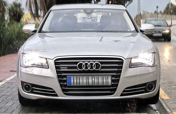 Iso Audi A8 oli viattomin kymmenvuotias katsastuksissa vuonna 2020.