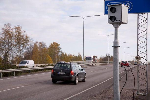 Poliisin liikenneturvallisuuskeskus paljasti 15 pääsiäisen nopeusvalvontapaikkaa.