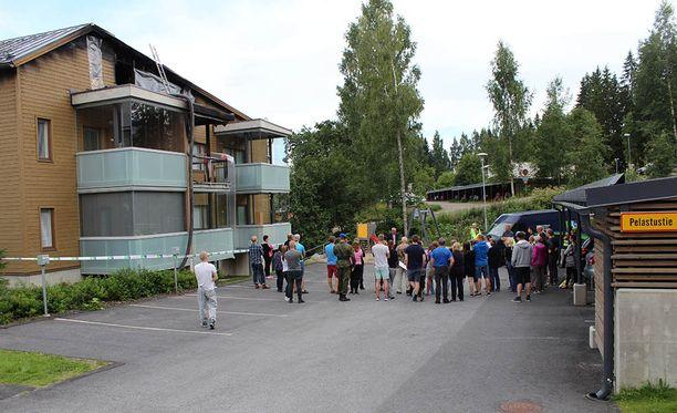 Viisi ihmistä joutui sairaalaan tulipalossa.