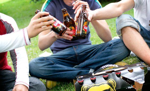 Lääkäriliitto on huolissaan erityisesti lasten ja nuorten alkoholinkäytöstä.