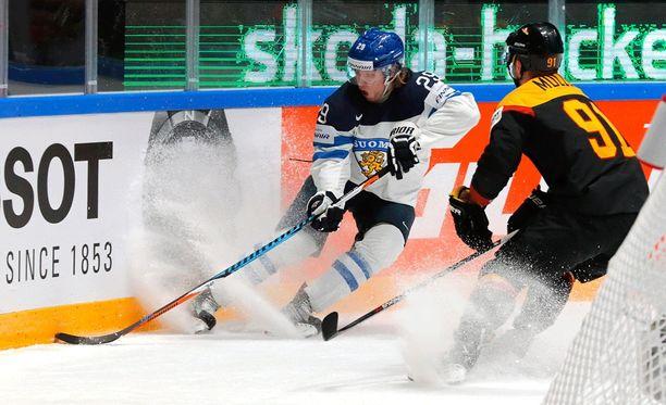 Patrik Laine on pyssyttänyt MM-kisoissa jo neljä kaappia.