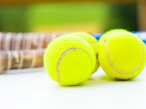 Hyväksikäyttöepäily puhuttaa tennispiireissä.