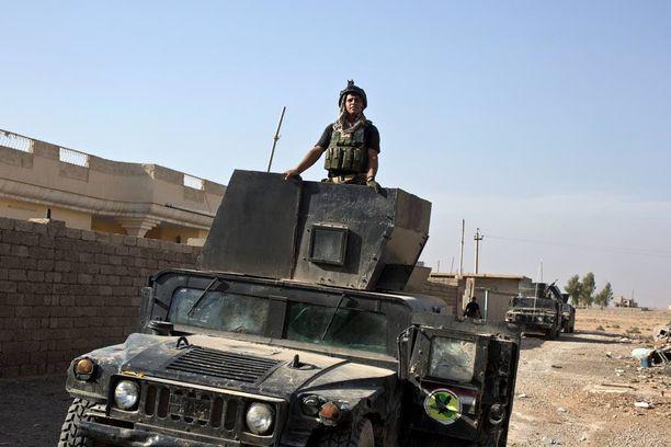 Irakin armeijan erikoisjoukkoja Bazwaian kylässä maanantaina. Samat joukot tunkeutuivat tänä aamuna Mosuliin kaupungin itälaidalta.
