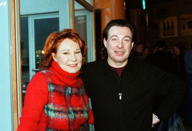 Vuonna 2001 Virve Rosti ja Kirka olivat ehdokkaina Emma-palkinnon saajiksi.