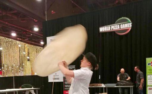 """1000 ilmaista pitsaa tarjolla! Katja leipoi MM-kisoissa mitaleille ja juhlii jättitarjoiluilla: """"Se on Nelostie taas tukossa"""""""