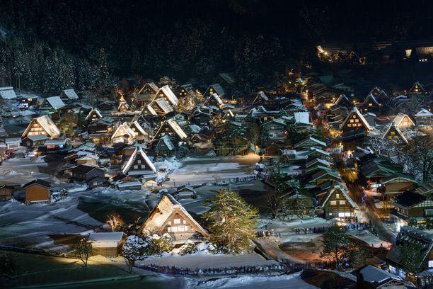 Perinteiset olkikattoiset talot ovat yksi Shirakawa-gon vetonauloista.