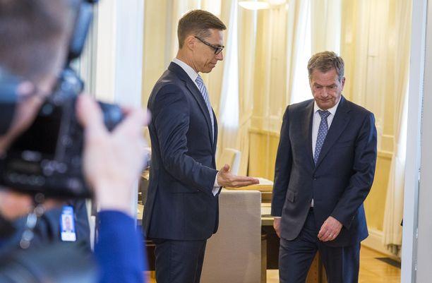 Presidentti ja porvarivalta -kirjan kirjoittanut Tuomo Yli-Huttula arvioi, että Stubbin ja Niinistön suhde on ollut jopa jäätävä. Molemminpuolinen arvostus on ollut alhainen.
